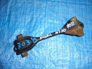 Крепление аккумулятора на Nissan X-Trail NT30