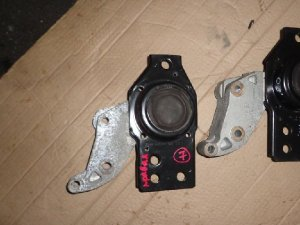 Подушка двигателя на Nissan X-Trail DNT31 M9R