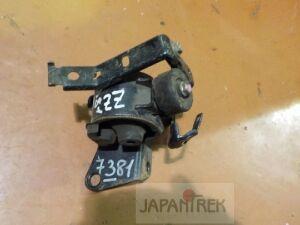 Подушка двигателя на Toyota Premio ZZT240 1ZZ 7381