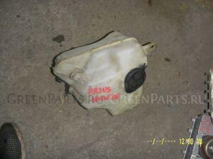 Бачок омывателя на Toyota Prius NHW20