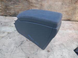 Бардачок подлокотник на Toyota Prius ZVW30