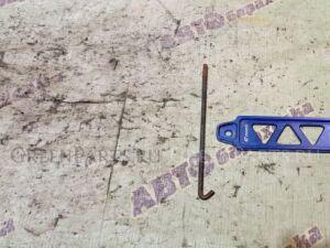 Крепление аккумулятора на Nissan X-Trail NT30 QR20(DE)