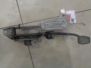 Педаль тормоза на Ford Focus 2 2008-2011 1.4 80л.с. AJ84625 / МКПП Седан 2010г. 1735358