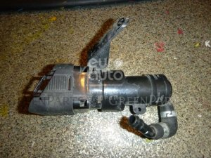 Форсунка омывателя на Mazda MAZDA 3 (BL) 2009-2013 BHB65182Y