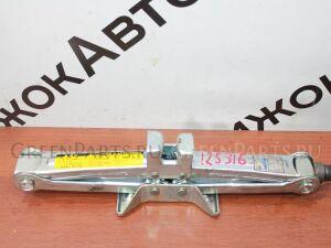Домкрат на Toyota 125 316