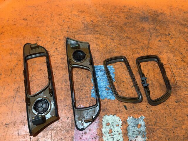 Блок упр-я стеклоподъемниками на Mitsubishi Chariot Grandis N94W