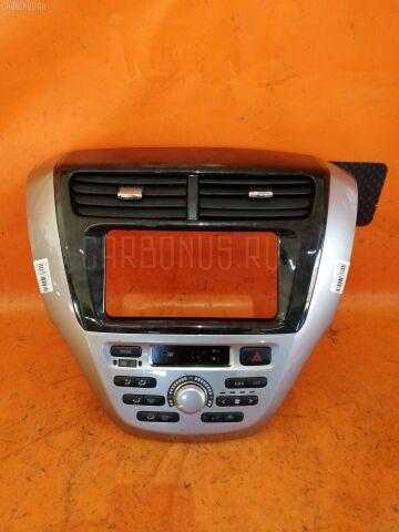 Консоль магнитофона на Toyota Opa ACT10