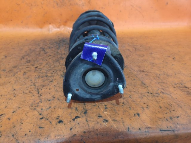 Стойка амортизатора на Toyota Platz NCP12
