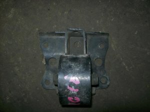 Подушка двигателя на Nissan W11 QG18