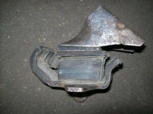 Подушка двигателя на Nissan YD21 TD27