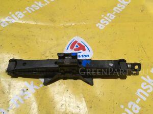 Домкрат на Toyota Sprinter AE100 09111-03011