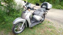 макси-скутер APRILIA SCARABEO 200