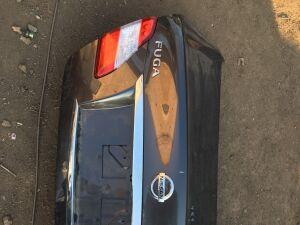 Крышка багажника на Nissan Fuga Y51