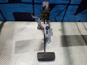 Педаль тормоза на Nissan Bluebird Sylphy QG10