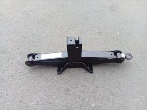 Домкрат на Subaru Forester SG5, SH5, SH9, SHJ