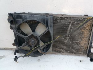 Радиатор на Mazda 323F